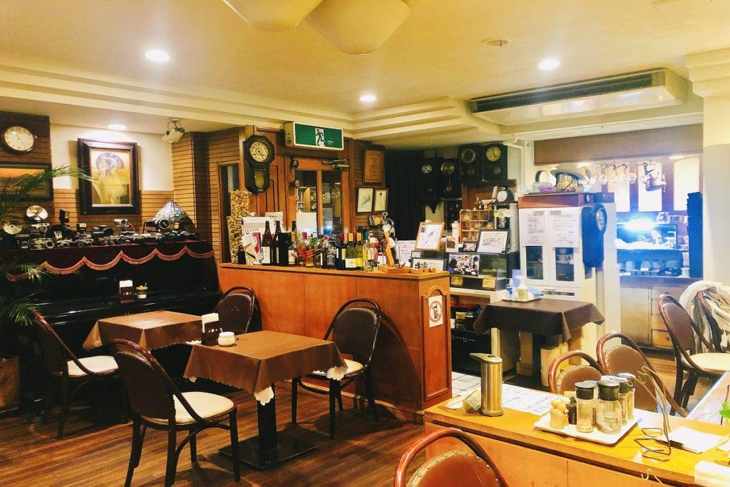 『カフェレストラン洗濯船』の内観
