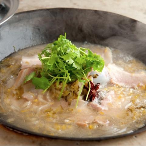 豚三枚肉と発酵白菜の煮込み